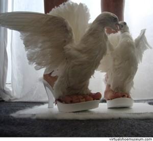 Iris Schieferstein 1 300x276 Обувь с могильным душком