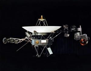 Voyager 1 300x234 Человечество вышло за пределы Солнечной системы: Вояджер 1 удалился от Земли на 17 970 000 000 км и подошел к границе, за которой начинается межзвездное пространство
