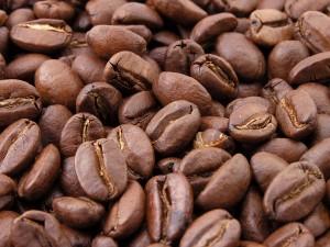 Roasted coffee beans 300x225 Самый дорогой в мире кофе делается из слоновьих какашек