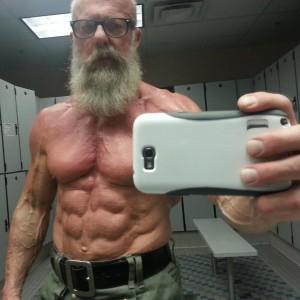 gkA5itv 300x300 60 летний дедушка с телом профессионального культуриста разрушил представление об облике современного пенсионера