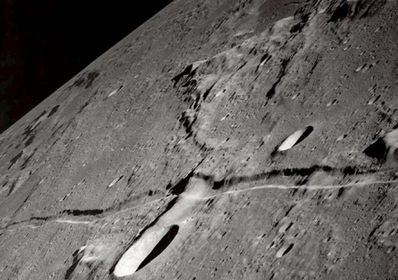 021914 1519 6 Наличие летучих соединений, а также серы и углерода в приэкваториальных областях Луны. Часть II