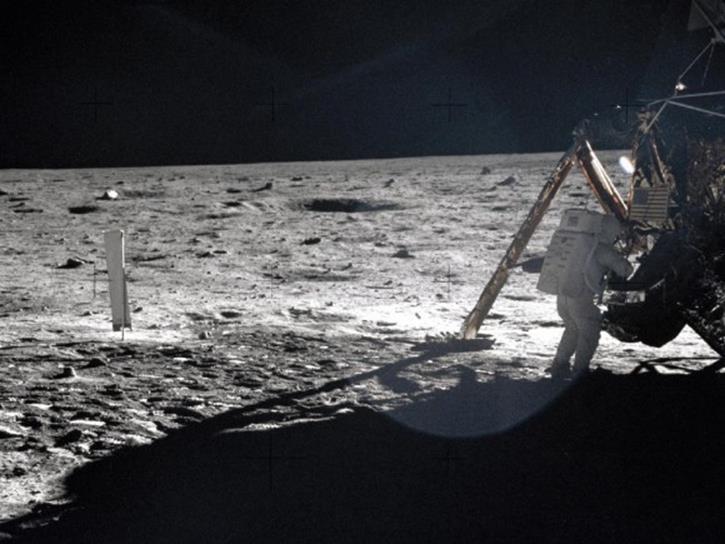 092114 0924 3 Луна как арена жизни и трудовой деятельности человека. Продолжение 2