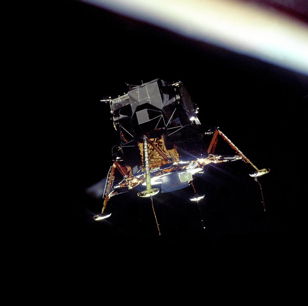 o10 Мифотворцы космической эры | Почему «лунный заговор» несостоятелен