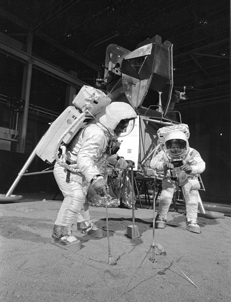 o9 Мифотворцы космической эры | Почему «лунный заговор» несостоятелен
