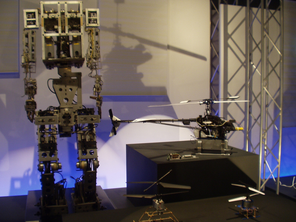 r12 Прошлое и будущее роботов: новые законы роботехники